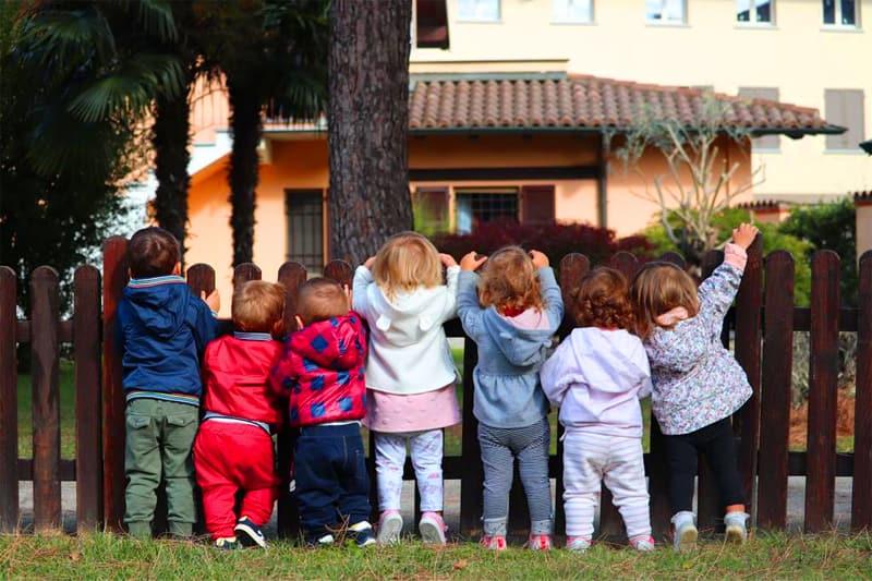 Bambini nel giardino della Tana delle Birbe di Albairate